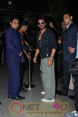 SRK & Ranveer Singh Snapped At Mumbai International Airport Leaving For TOIFA 2016 Hindi Gallery