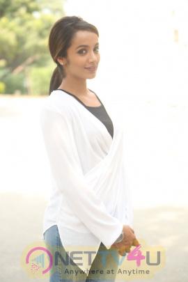 Tejaswi Madivada Lovely Pics At Nanna Nenu Naa Boyfriends Movie Trailer Launch Telugu Gallery