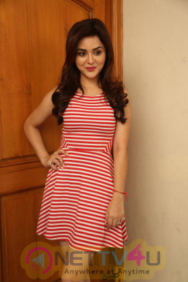 Telugu Actress Ragini Nandwani New Stylish Photos Telugu Gallery