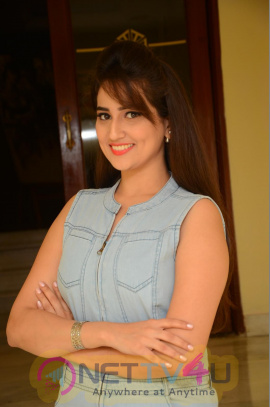Telugu Anchor Manjusha New Gorgeous Photos Telugu Gallery