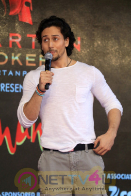 Tiger Shroff & Jacqueline Fernandez Visits Umang Festival Photos Hindi Gallery