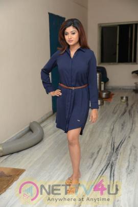 tamil actress oviya latest stills