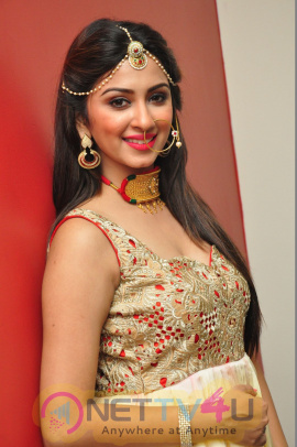 Telugu Actress Ishanya Beauteous Photos