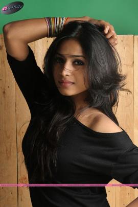 Unakenna Venum Sollu Movie Actress Jaqlene Prakash Recent Photos