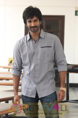 yagavarayinum naa kaakka tamil movie team meet stills 52