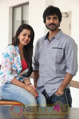 yagavarayinum naa kaakka tamil movie team meet stills 54