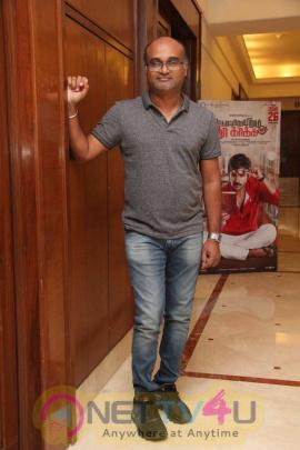 yagavarayinum naa kaakka tamil movie team meet stills 55