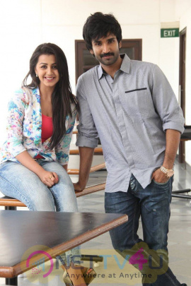 yagavarayinum naa kaakka tamil movie team meet stills 57