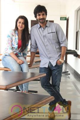 yagavarayinum naa kaakka tamil movie team meet stills 58