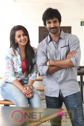 yagavarayinum naa kaakka tamil movie team meet stills 59