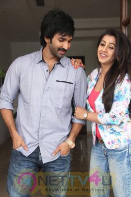 yagavarayinum naa kaakka tamil movie team meet stills 60