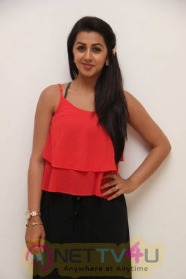 yagavarayinum naa kaakka tamil movie team meet stills 61
