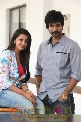 yagavarayinum naa kaakka tamil movie team meet stills 62