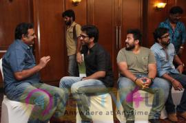yagavarayinum naa kaakka tamil movie team meet stills 68
