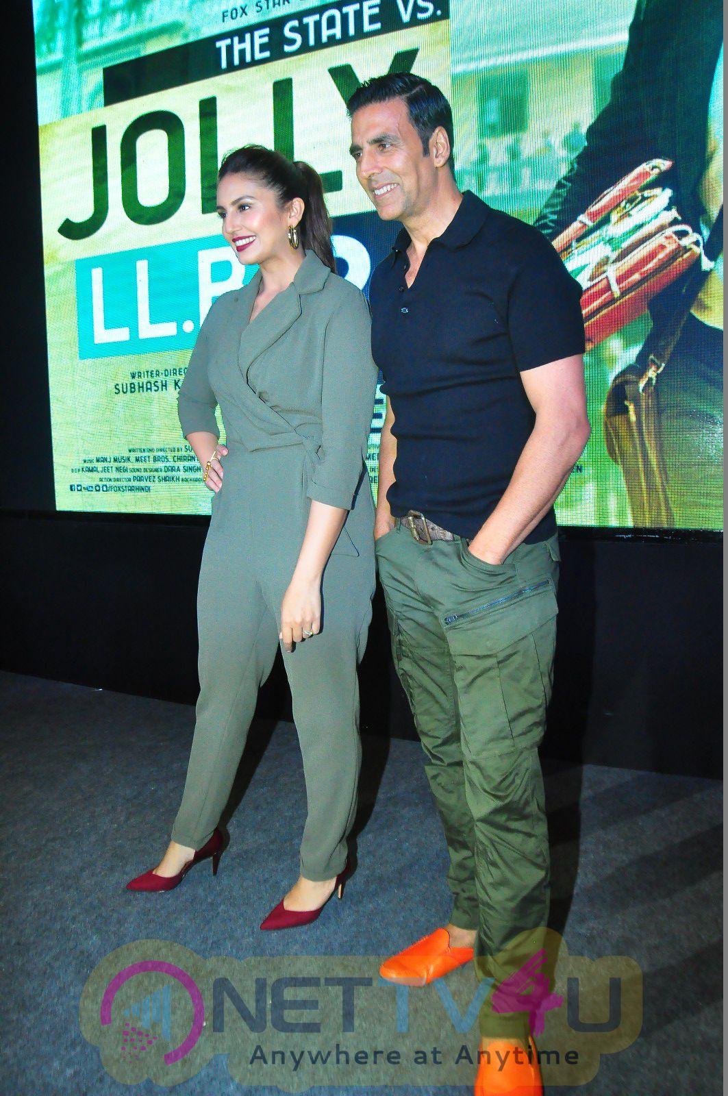 Akshay Kumar & Huma Qureshi Attend The Jolly LLB2 Movie Presss Meet Stills