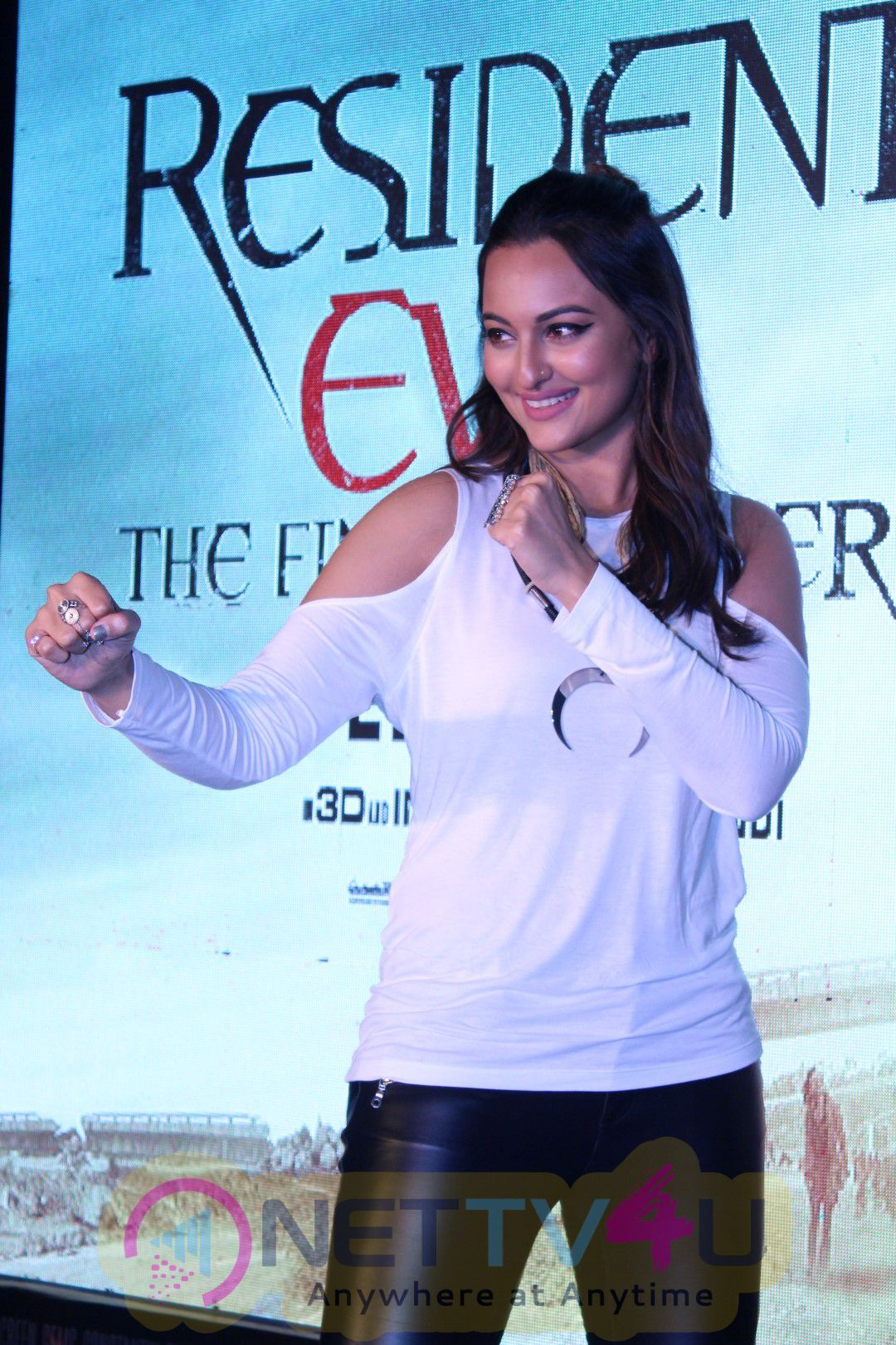 Sonakshi Sinha At The Launch Of Virtual Reality Haptic Gaming Experience In India Party Photos