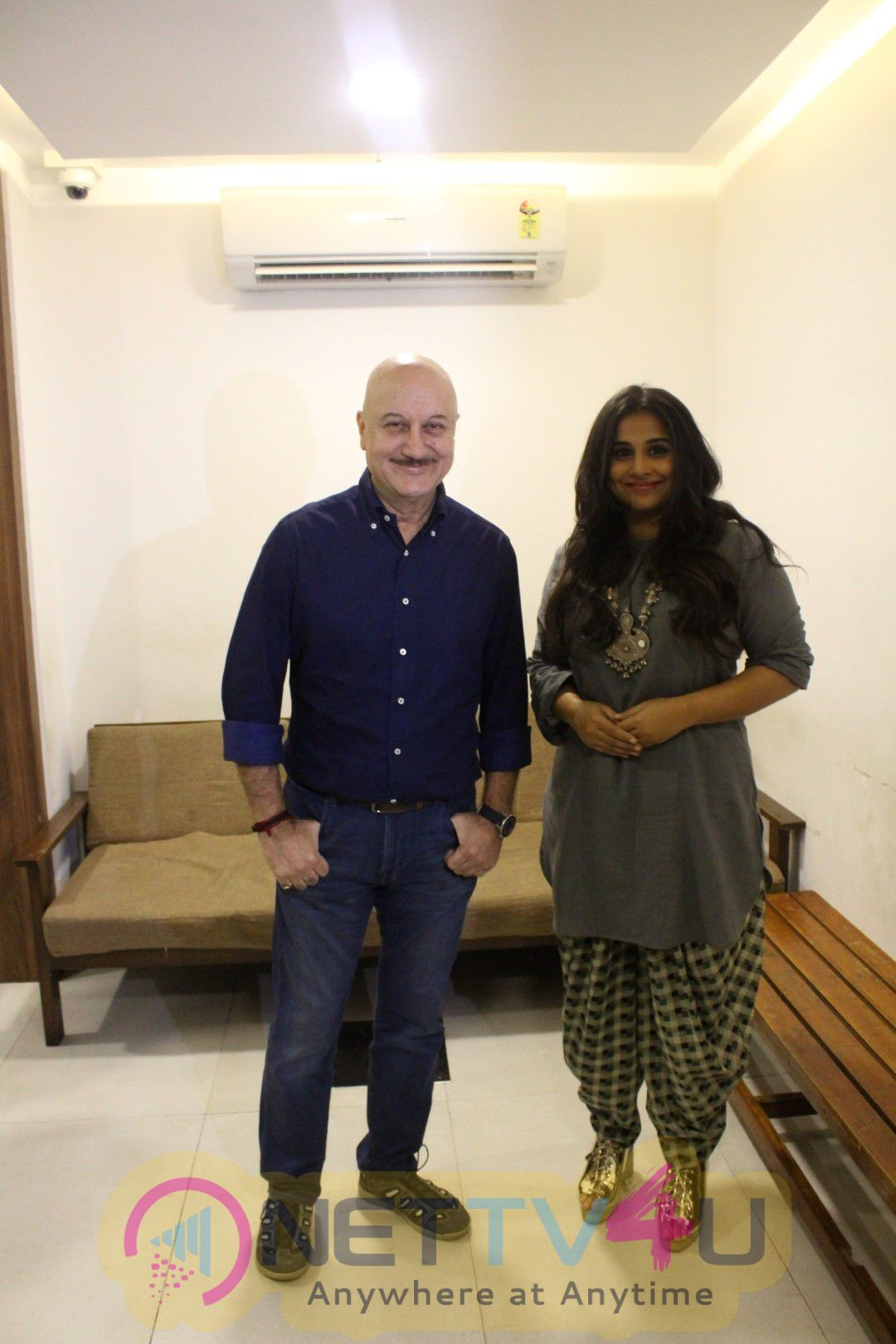 Vidya Balan Visits Anupam Kher Acting School To Motivate Students Photos