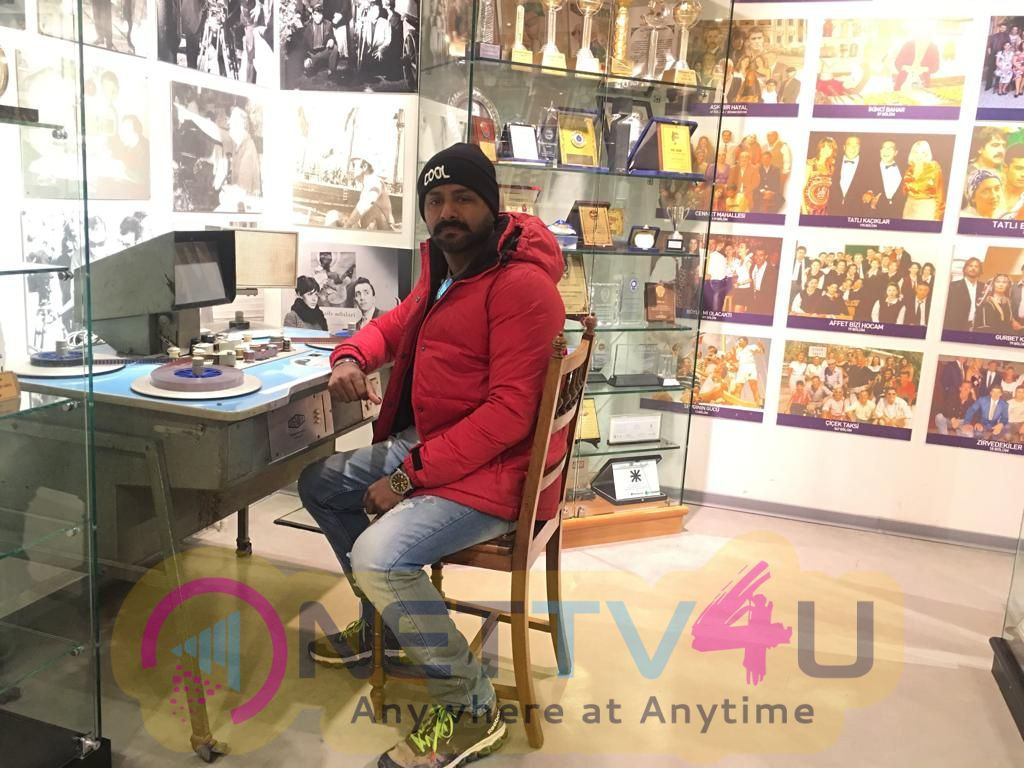 Thoonga Nagaram Movie Director Gaurav Narayanan Photos Tamil Gallery