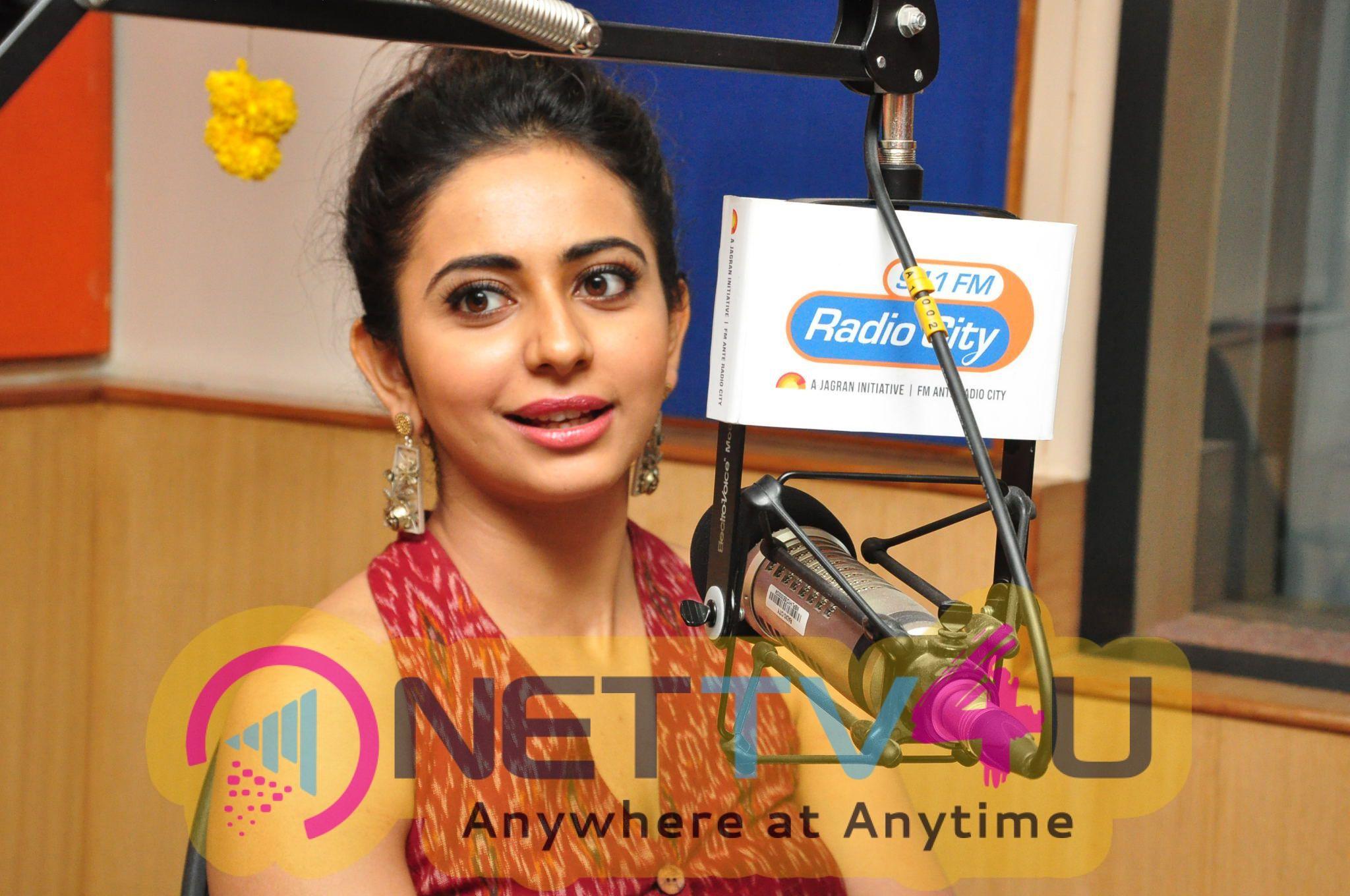 Actress Rakul Preet Singh Gorgeous Photos Telugu Gallery