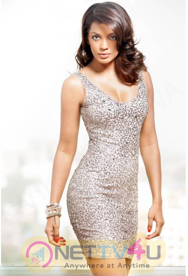 Actress Mugdha Godse Lovely Photos
