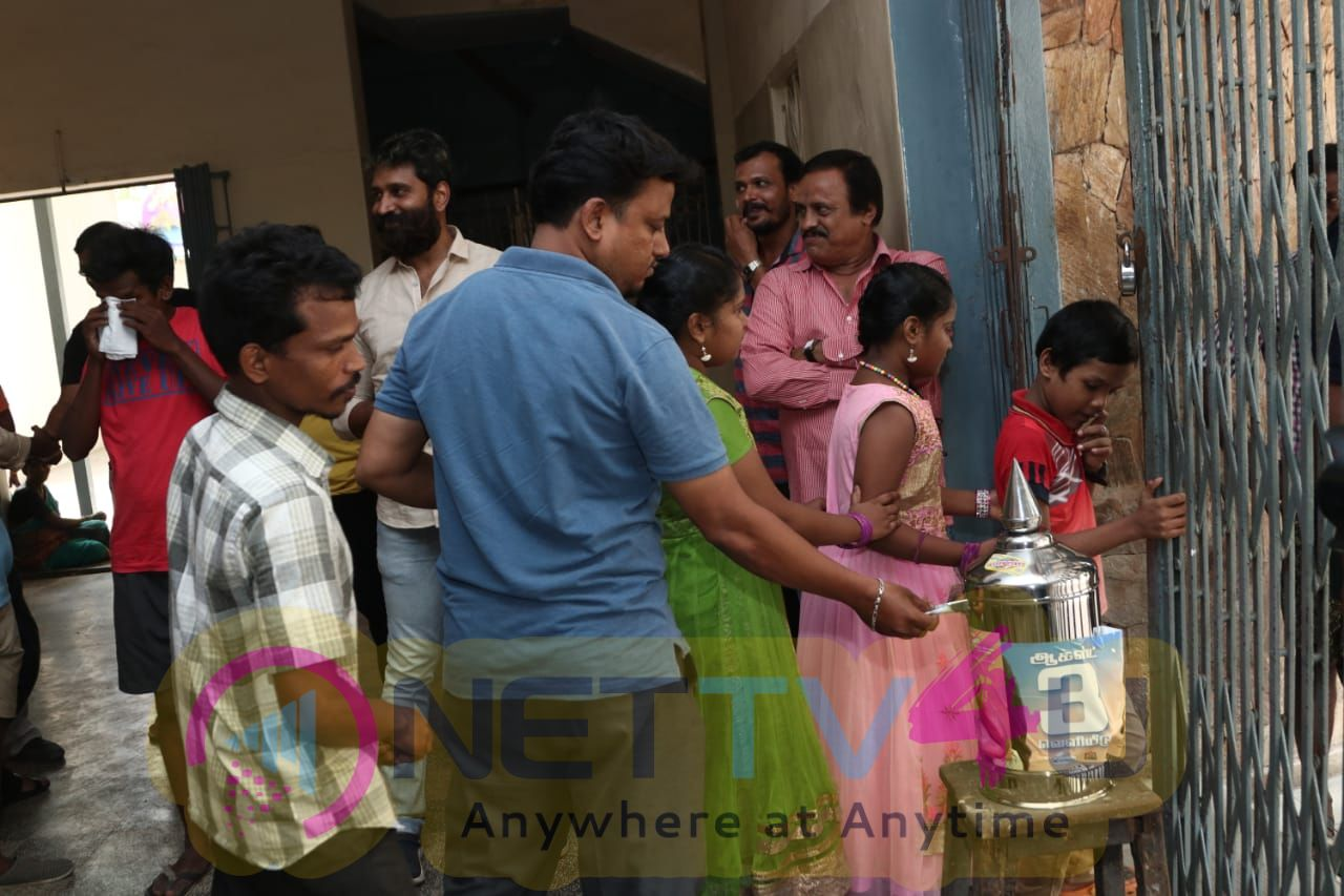 Kattu Paya Sir Intha Kaali Team Help For Kerala Flood