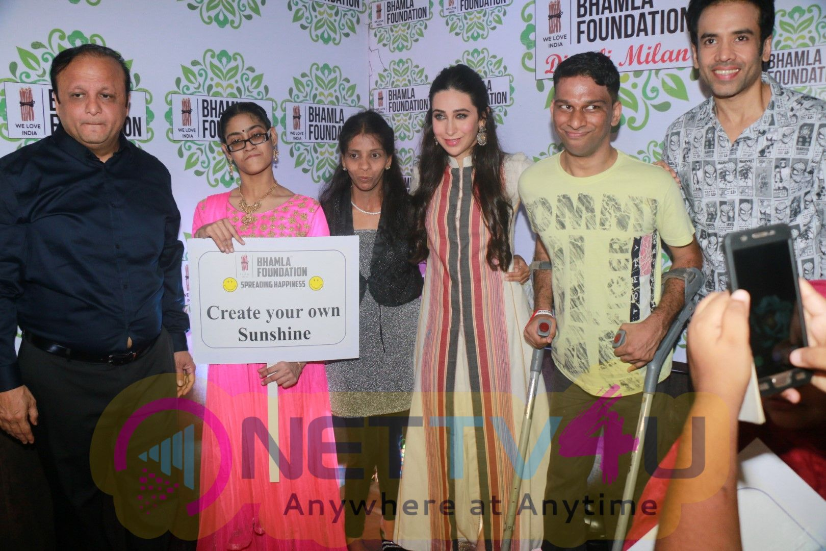 Karisma Kapoor,Tusshar Kapoor & Rakeysh Omprakash Mehra Celebrates Diwali Milan With Disable Children Images