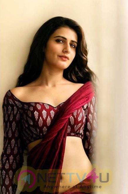 Actress Fatima Sana Shaikh Attractive Images Hindi Gallery