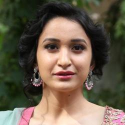 Sakshi Kakkar Telugu Actress