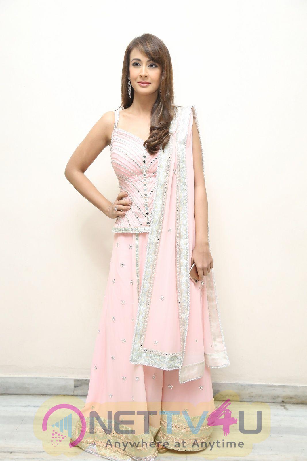 Actress Preeti Jhangiani Good Looking Images