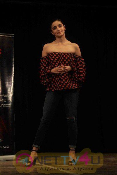 Alia Bhatt Visits Dance Academy Strut The Dancemakers Photos