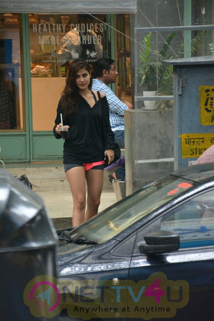 Actress Rhea Chakraborty Spotted At Kitchen Garden In Bandra Cute Images