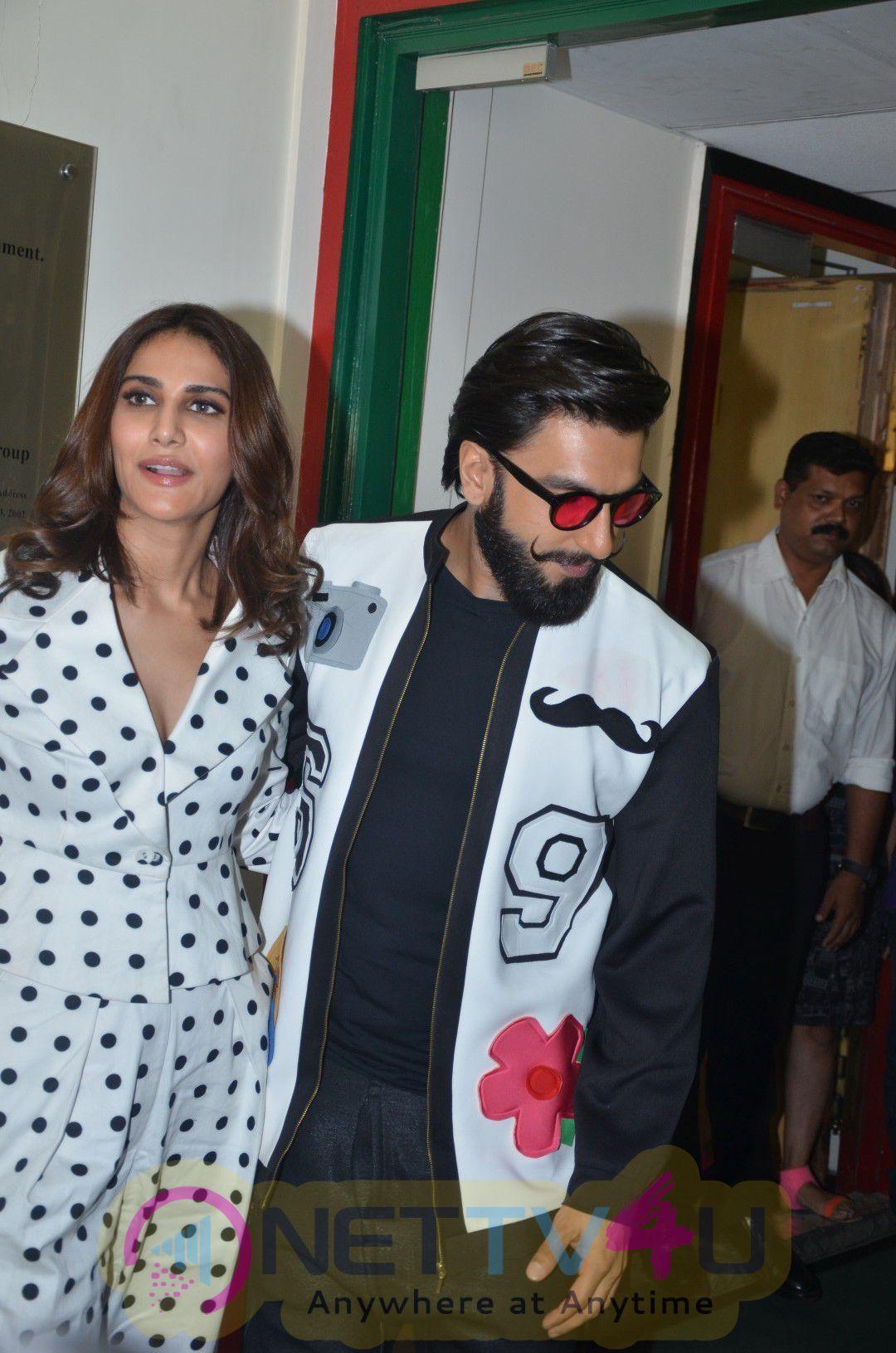 Ranveer Singh & Vaani Kapoor Befikre Promotions At Radio Mirchi  Cute Images