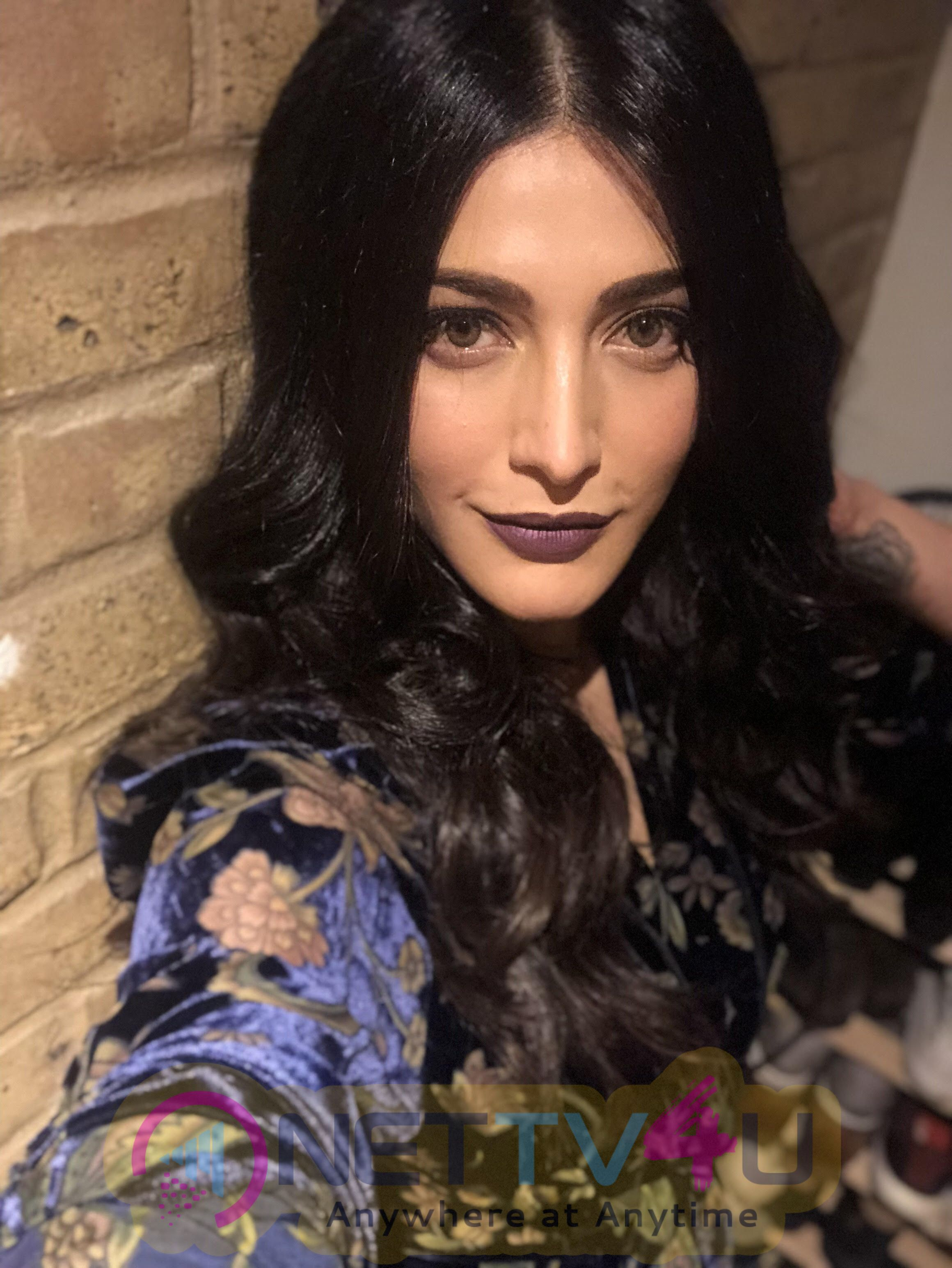 Shruti Haasan's Music That Attracted The People Of London Tamil Gallery