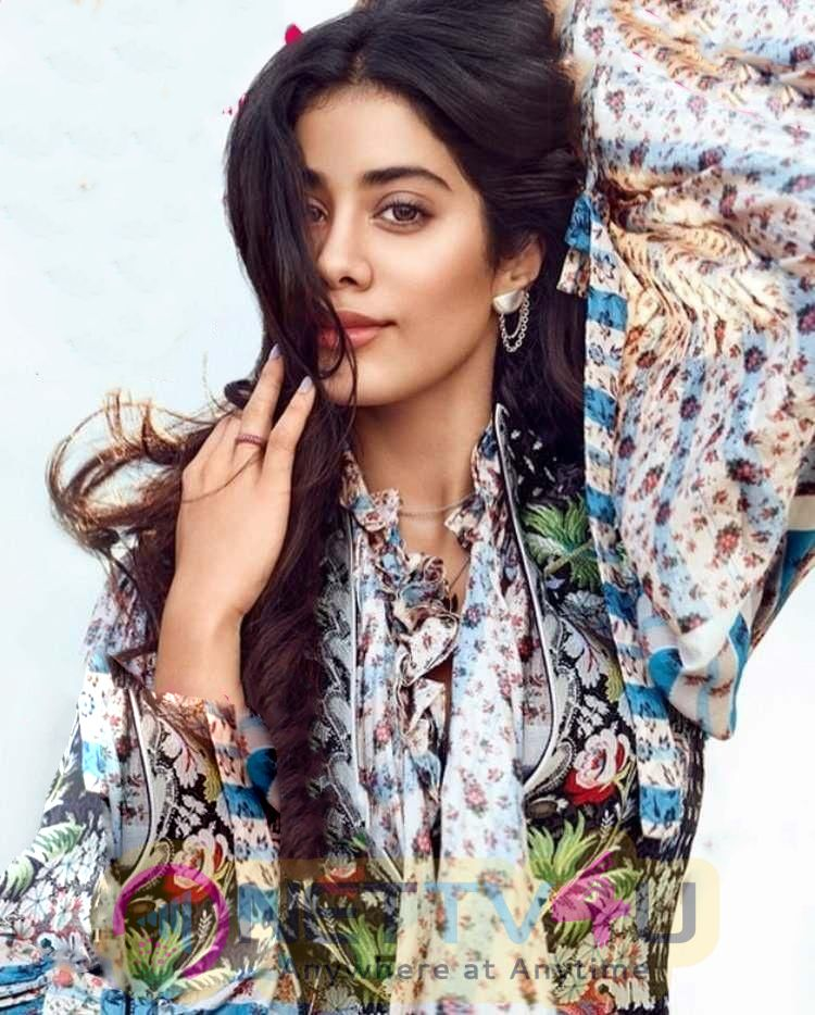 Actress Janhvi Kapoor Lovely Pics