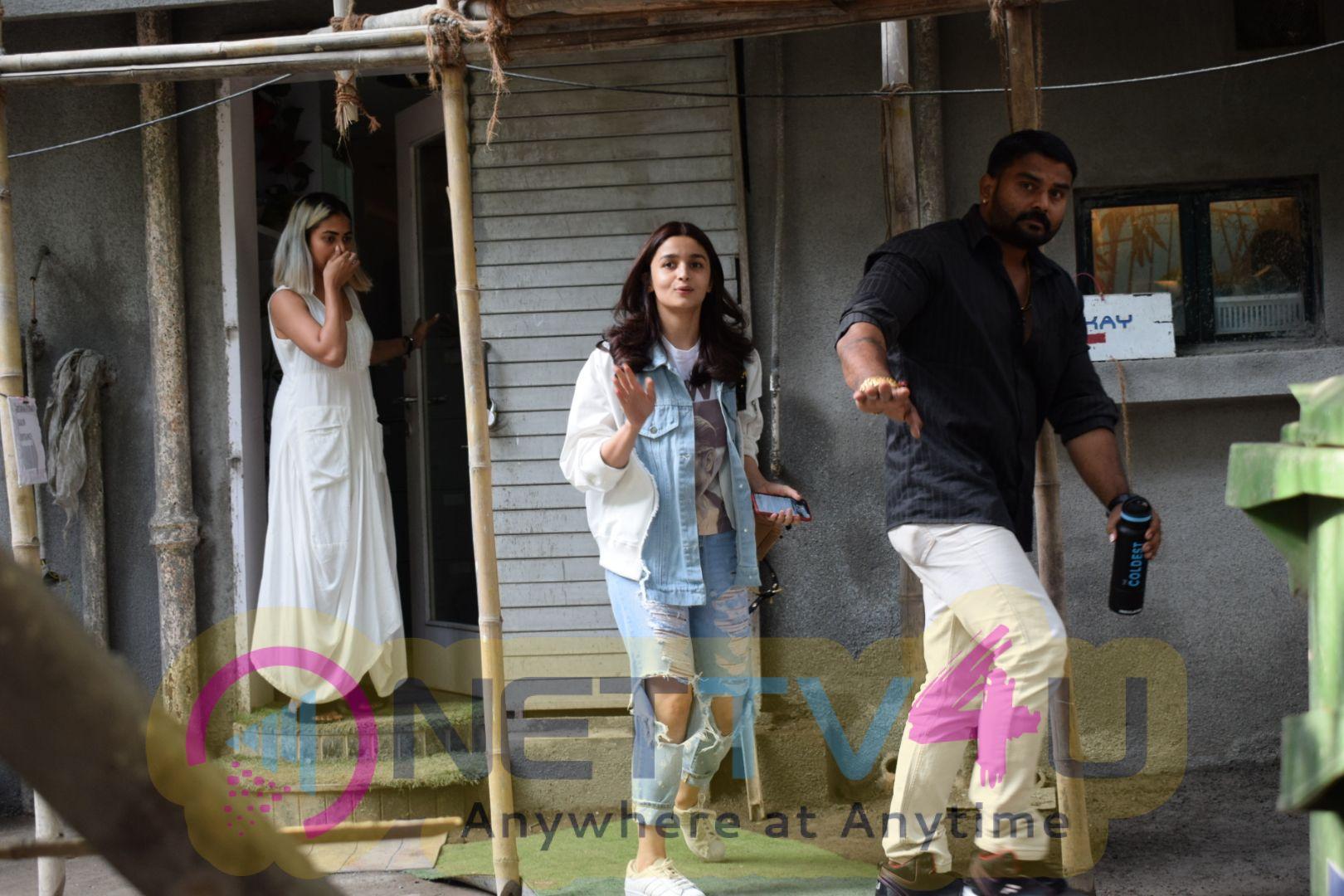 Alia Bhatt Came To Kromakay Salon Hindi Gallery