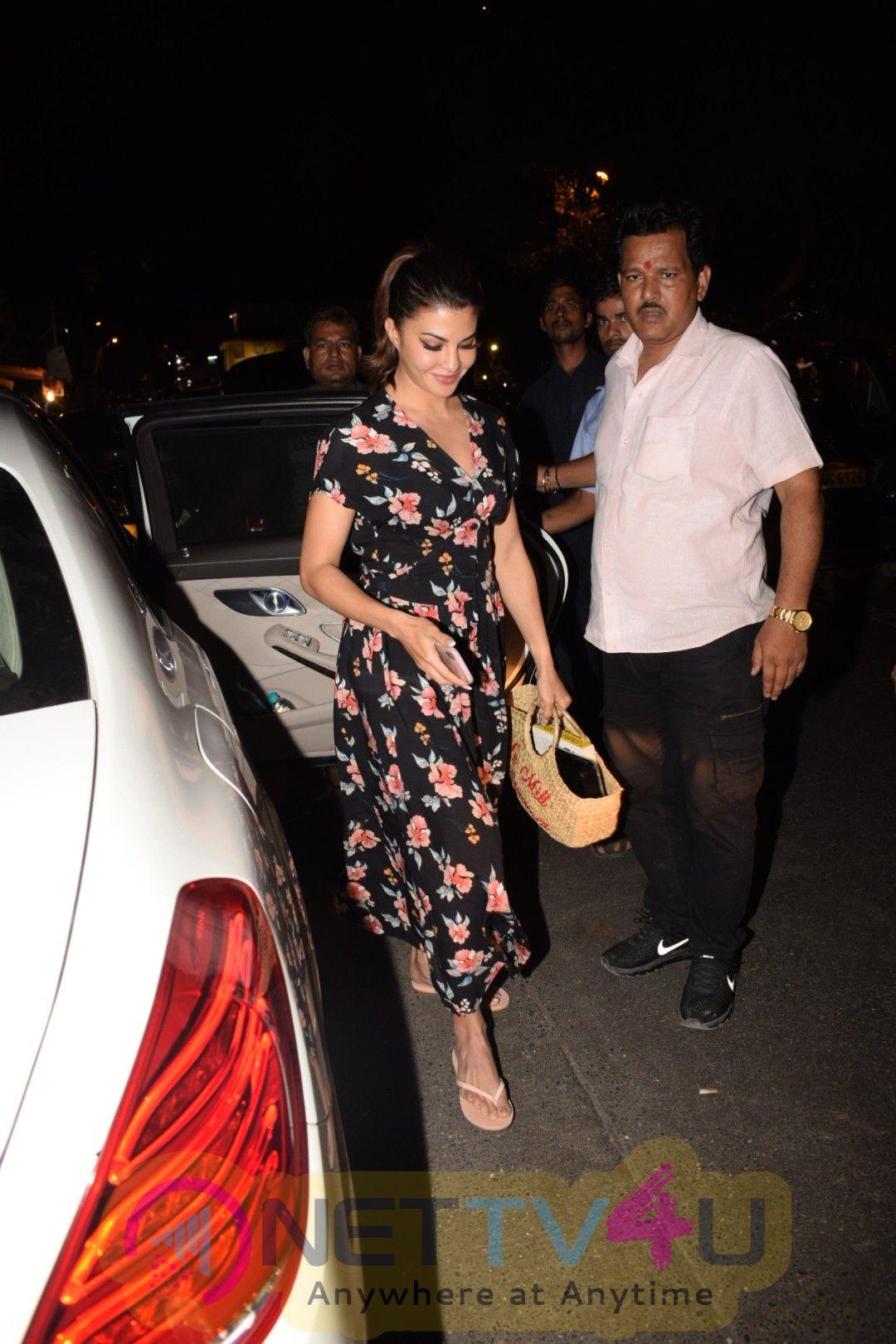 Jacqueline Fernandez Came To Pali Bhavan Hindi Gallery