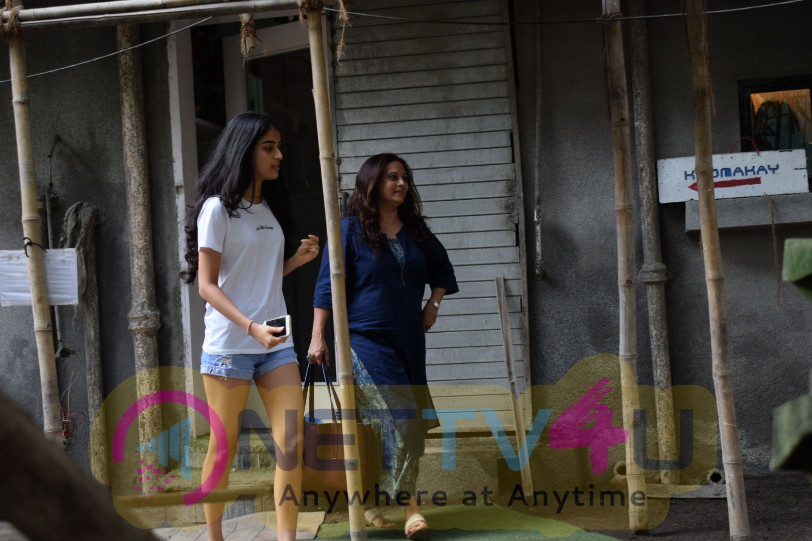 Ronit Roy Wife And Daughter Came To Kromakay Salon