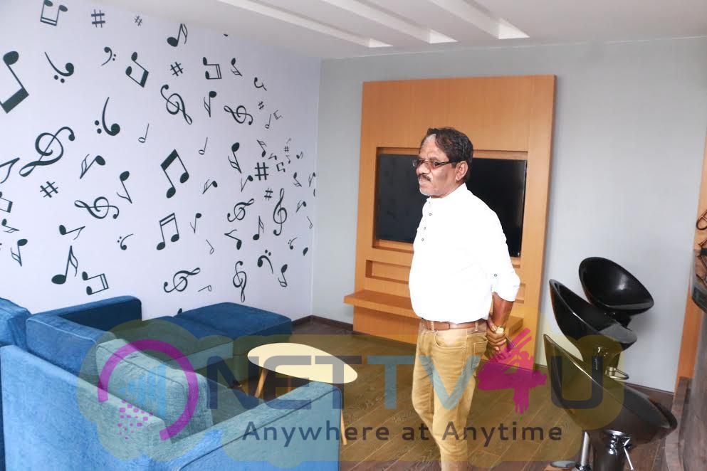 Photos Of Director Bharathiraja Visit Knack Studios