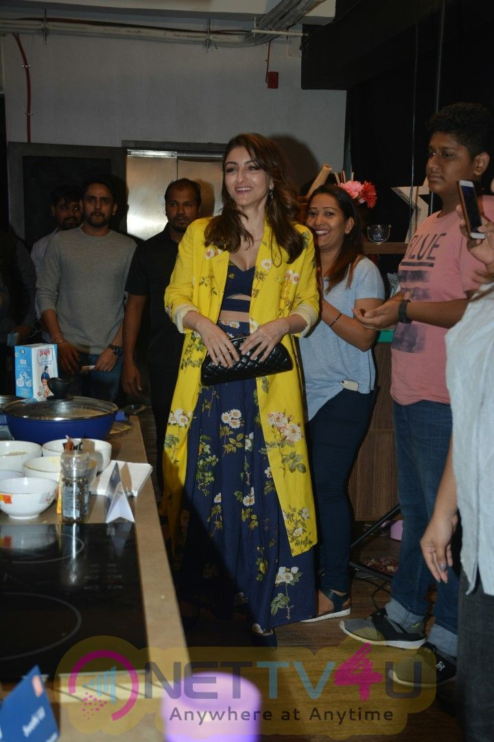 Actress Soha Ali Khan At The National Finale Of Kitchen Superstar In Khar Pics