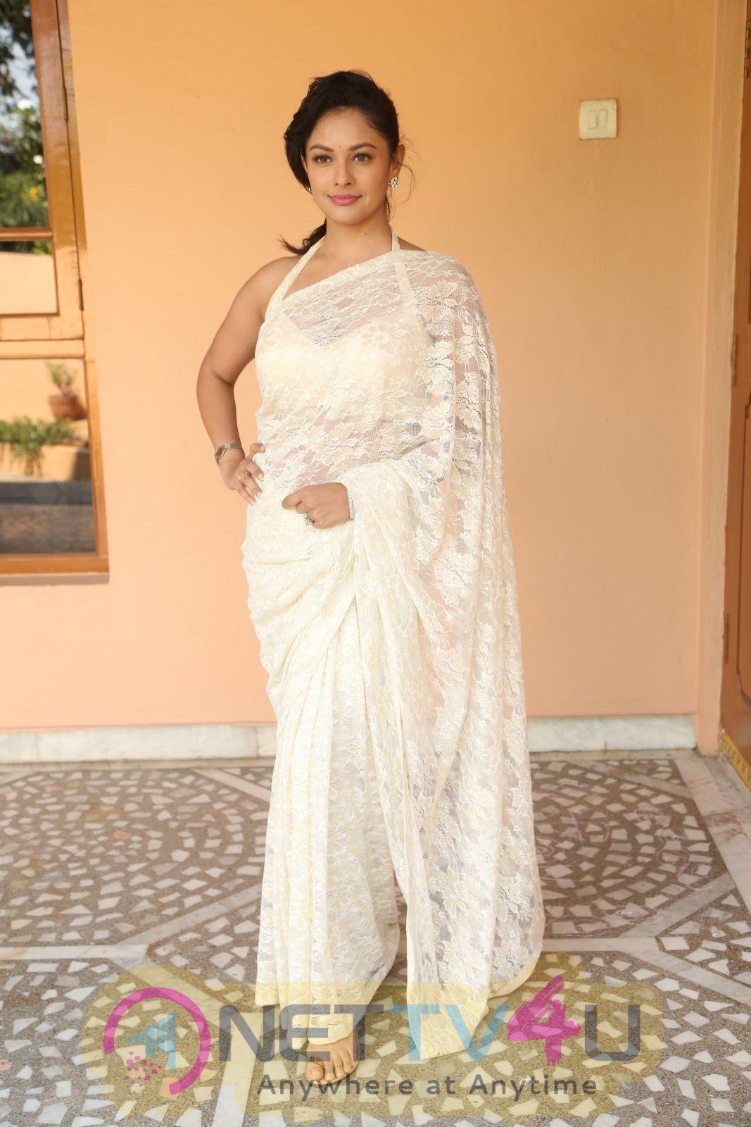 Actress Pooja Kumar  New Looking Photos
