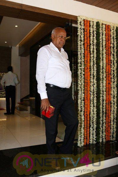 Aishwarya Rai Father Prayer Meet With Suniel Shetty Abhishek Bachchan