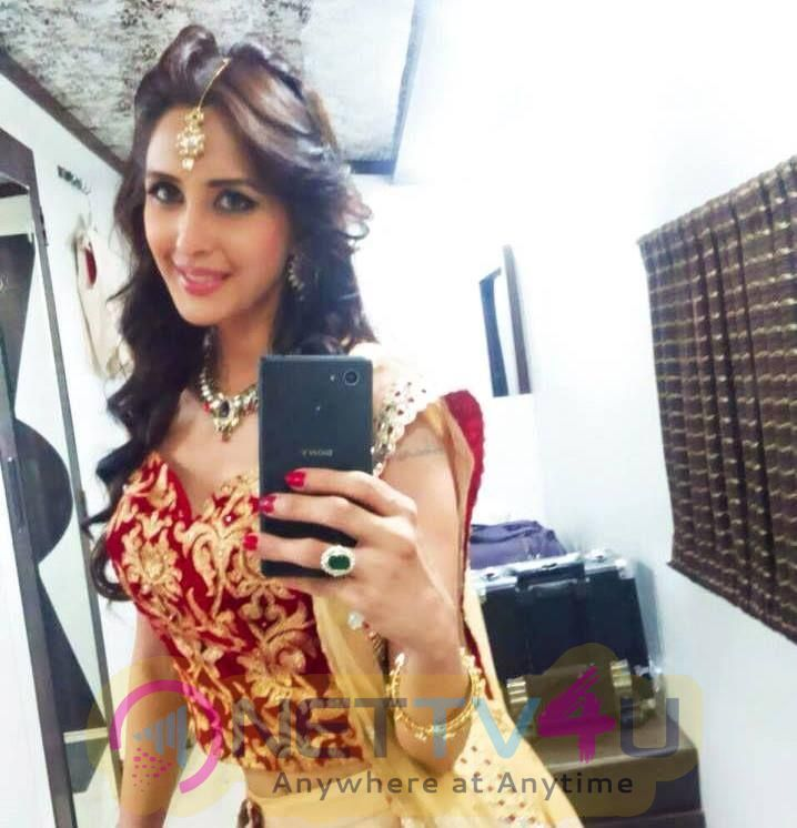Actress Chahat Khanna Good Looking Pics