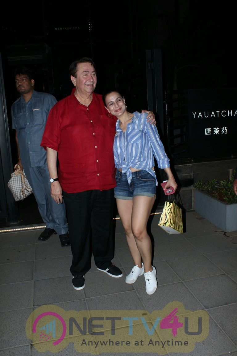 Ameesha Patel And Randhir Kapoor Came To Yauatcha Restaurant Hindi Gallery