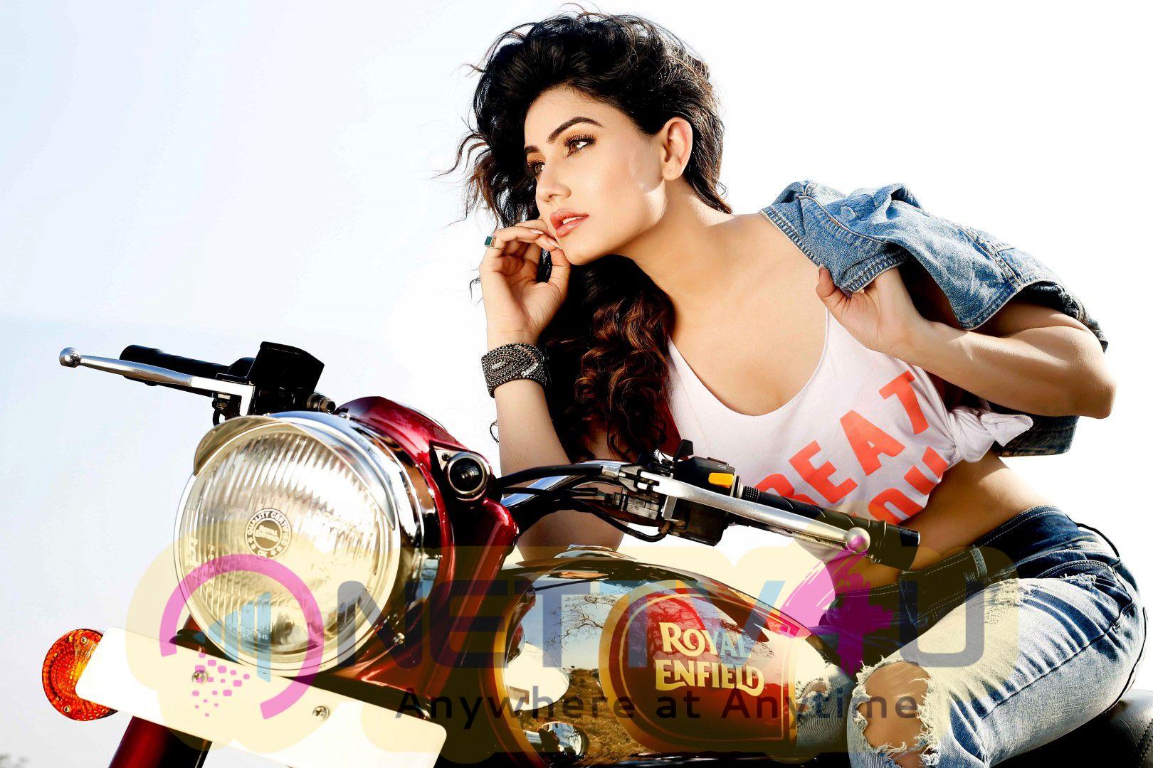 Actress Kangna Sharma Hottest Images
