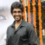 Yagavarayinum Naa Kaakka Movie Review Tamil