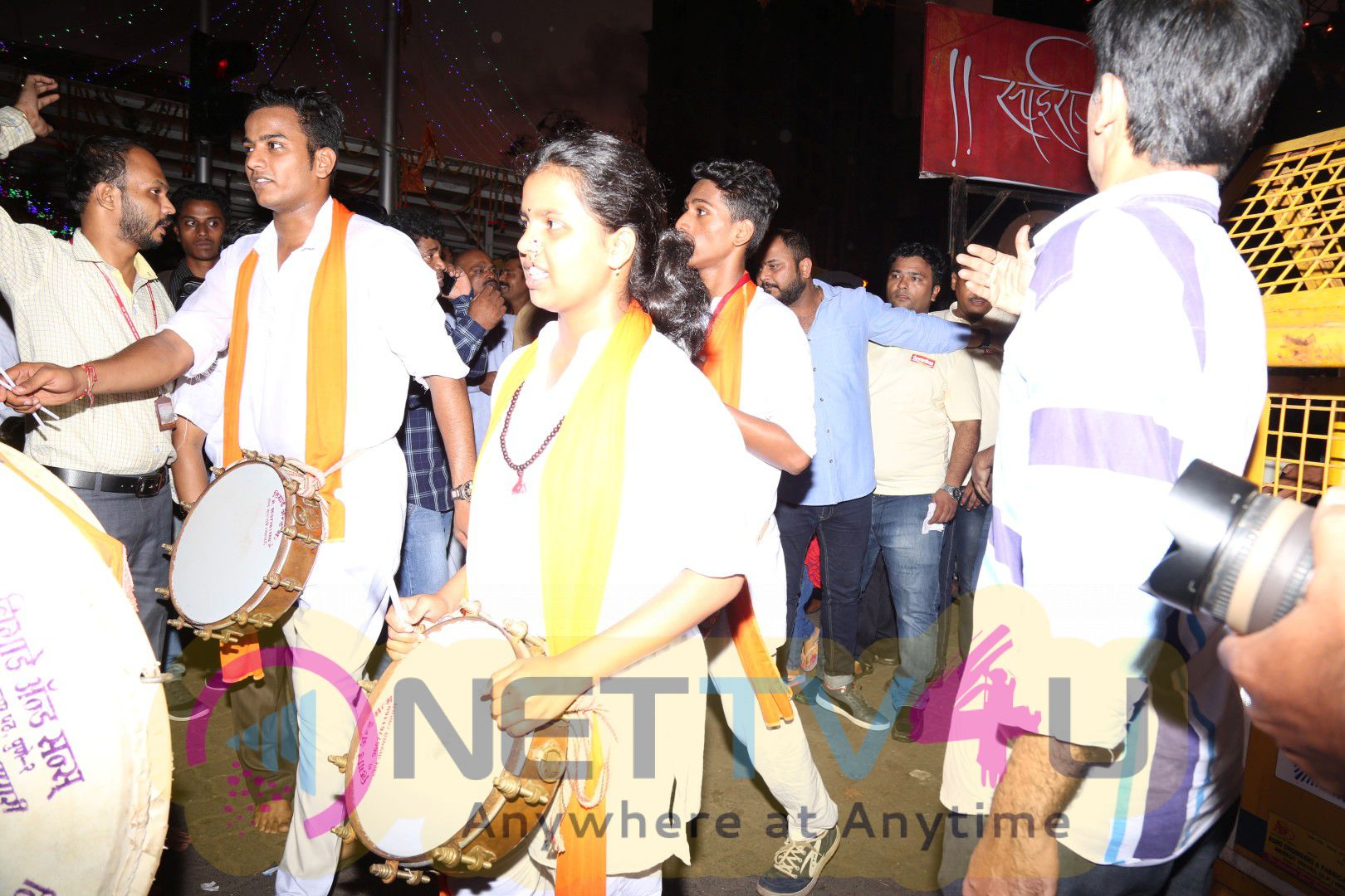 Actor Riteish Deshmukh Visits Siddhivinayak Temple Photos