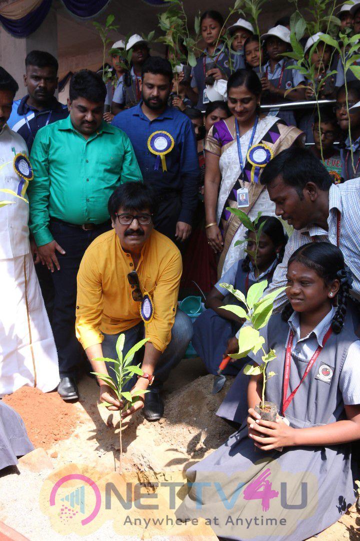 Actor Vivek Visit To Velammal On World Students Day Grand Pics