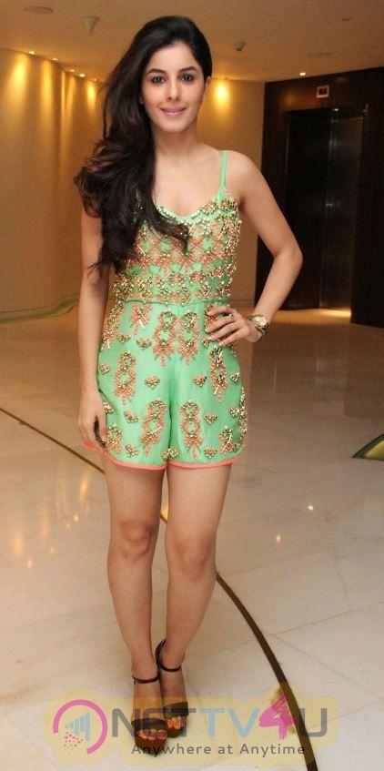 Actress Isha Talwar  Glamourous Images Malayalam Gallery