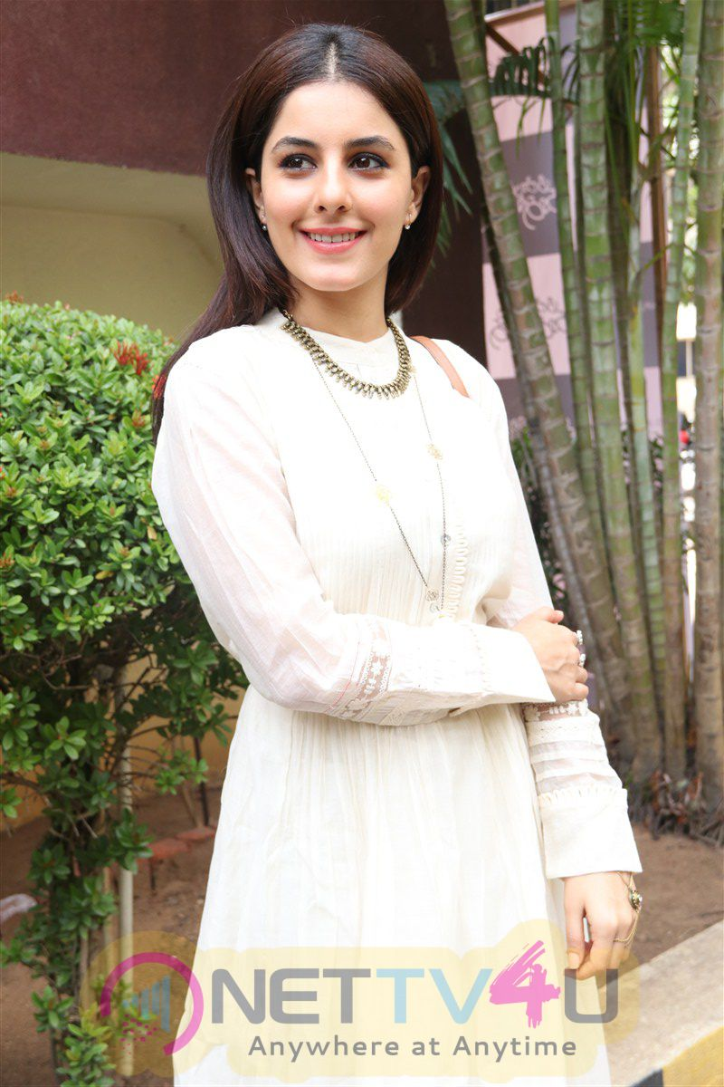 Actress Isha Talwar New Pics At Meendum Oru Kadhal Kathai Movie Press Meet  Tamil Gallery