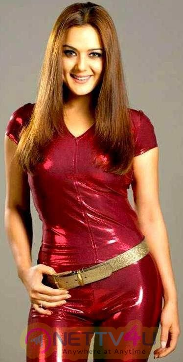 Actress Preity Zinta Glamorous Photos
